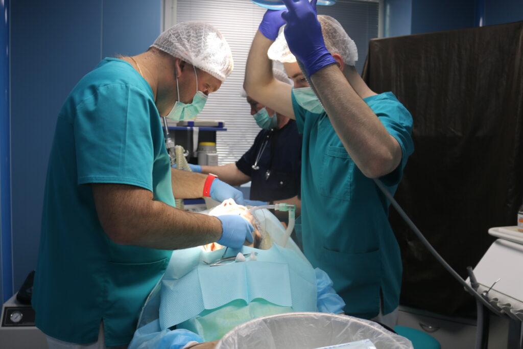Иплантация под седацией